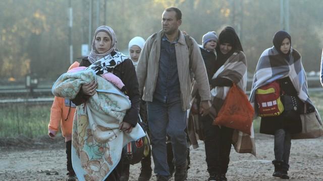 Polacy nadal przeciwni przyjmowaniu uchodźców - sondaż