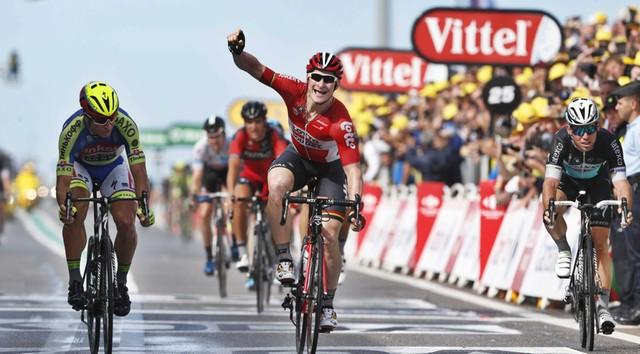 Tour de France: Greipel wygrał drugi etap, Cancellara liderem