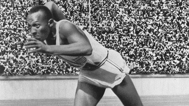 Złote medale Jessego Owensa będą wystawione na aukcję. Wygrywał ku niezadowoleniu Hitlera