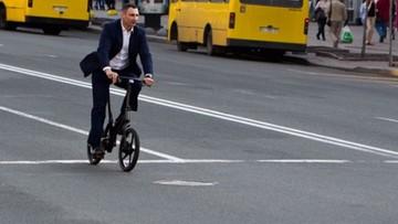 19-04-2016 20:22 Mer Kijowa Witalij Kliczko przesiadł się na rower