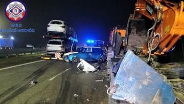 Zderzenie ciężarówek na S8. Jedna wiozła koparkę, druga samochody osobowe