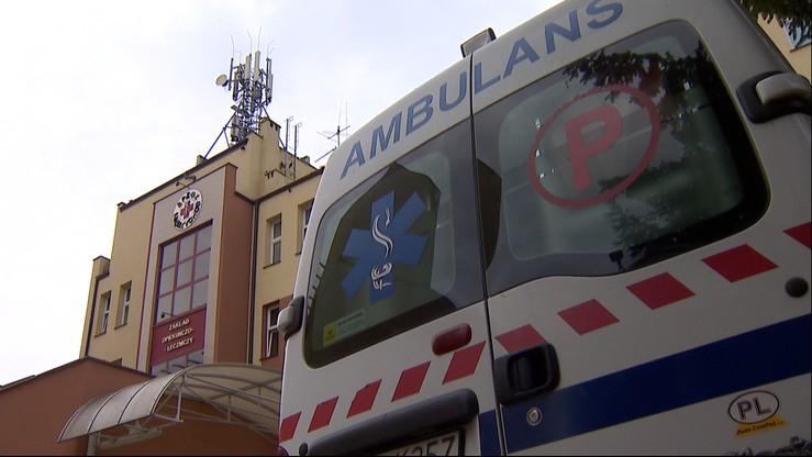 Pacjent zmarł czekając na karetkę. Szpital jest po drugiej stronie ulicy