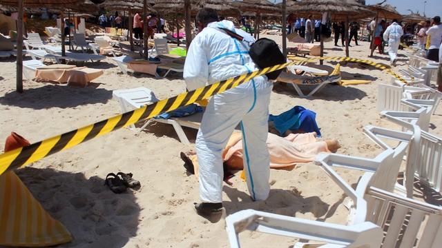 Setki  turystów ewakuowanych z Tunezji po zamachu w Susie