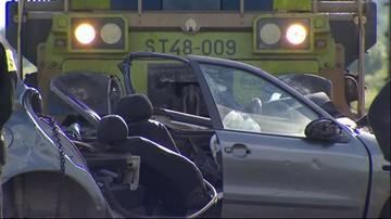 02-06-2016 18:18 Tragiczny wypadek na przejeździe kolejowym. Nie żyją trzy osoby