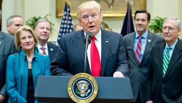"""17-02-2017 05:11 """"Włączam telewizję i widzę chaos"""". Trump oskarża media o fabrykowanie wiadomości"""