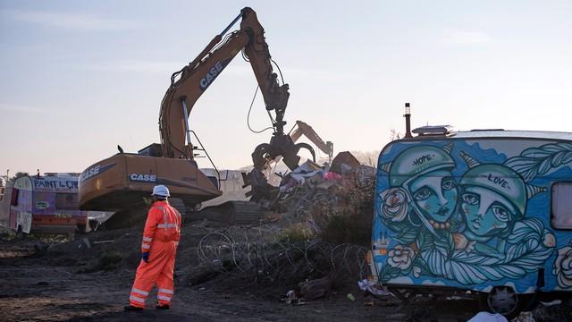 Rozpoczęły się prace porządkowe w obozowisku w Calais
