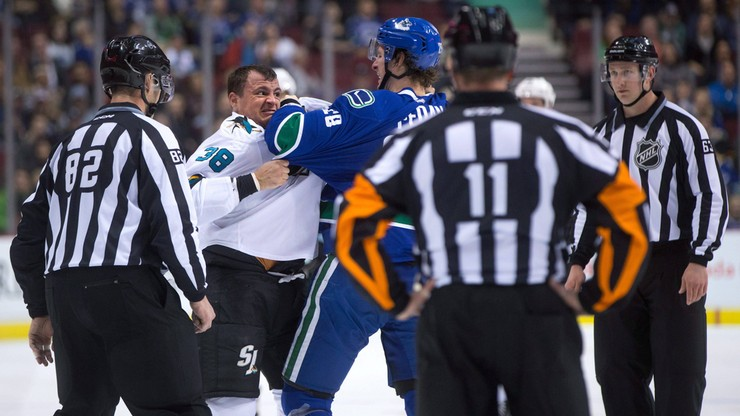 NHL: Kanadyjczykowi założono 36 szwów, ale i tak strzelił kluczowego gola