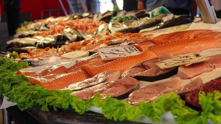 Gnijące i przeterminowane. Takie ryby znaleźli kontrolerzy w sklepach na Pomorzu