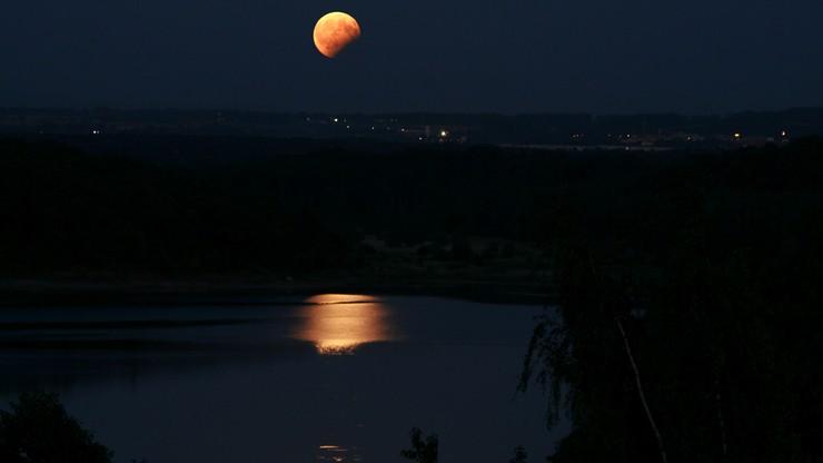 2017-08-08 Tak częściowe zaćmienie księżyca widać było na Dolnym Śląsku