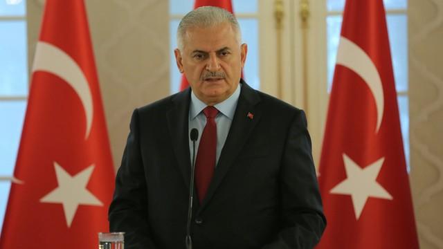 Turcja: Premier obiecuje przestrzegać prawa przy oskarżaniu spiskowców