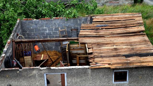 Kolejny dzień nawałnic nad Polską - zalania, połamane drzewa