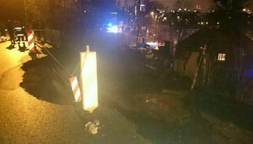 23-02-2017 21:36 W Gdyni osunęła się skarpa z częścią drogi. Zasypała dom
