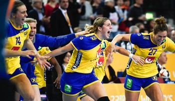2017-12-12 MŚ piłkarek ręcznych: Szwecja i Francja w półfinale