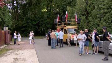 Manifestacja przed domem Władysława Frasyniuka. Pod zarzutami