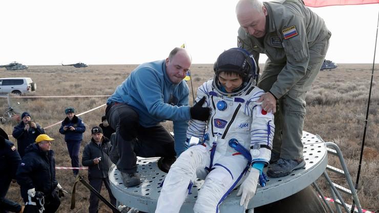 """Kapsuła Sojuz powróciła na Ziemię. Załoga """"w świetnej formie"""""""
