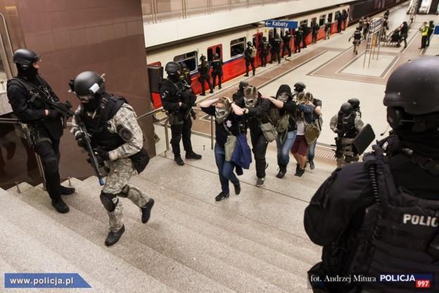 Tak GROM odbijał zakładników w warszawskim metrze