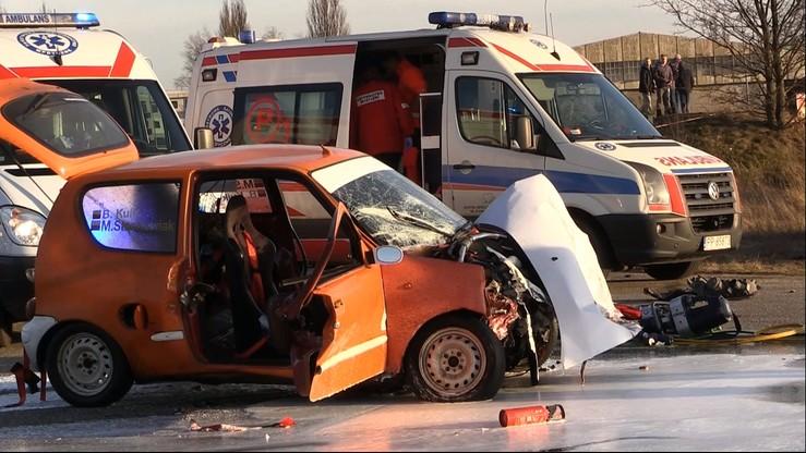 Wypadek podczas imprezy motoryzacyjnej w Pile. Auto wjechało w widzów