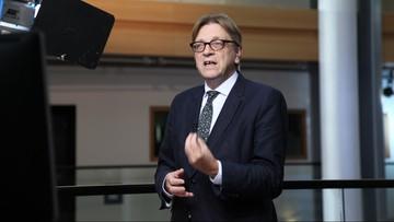 13-01-2016 18:15 Verhofstadt: prezydent Duda i premier Szydło prowadzą Polskę na rujnującą ścieżkę