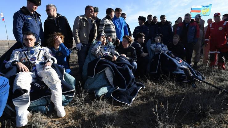Trzej kosmonauci powrócili na Ziemię. Wylądowali w Kazachstanie