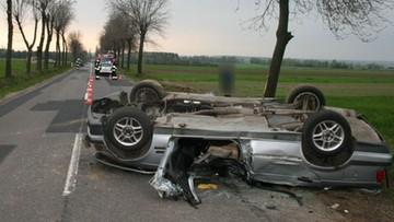 03-05-2017 10:43 Kompletnie pijany wiózł żonę i dwoje dzieci. Uderzył w drzewo i dachował. Wypadek na Śląsku