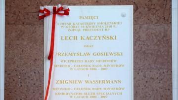 11-04-2017 16:03 Smoleńska tablica w kancelarii premiera bez zmian. Tylko z nazwiskami polityków PiS