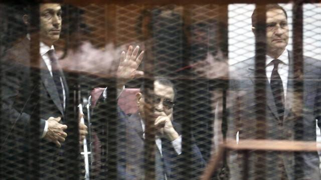 Egipt: Trzy lata więzienia dla byłego prezydenta i jego synów