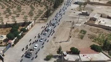 19-08-2016 16:50 Cywile jako żywe tarcze. Zdjęcia lotnicze pokazują dżihadystów wycofujących się z Mandżibu