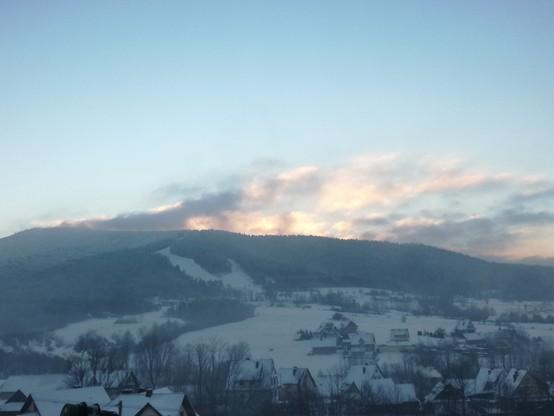 Widok na stok narciarski w Kasinie Wielkiej