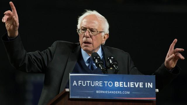 Sanders wygrywa z Clinton prawybory na Alasce i w stanie Waszyngton