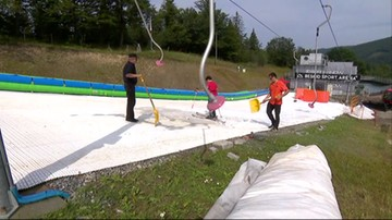 W Szczyrku ruszył wyciąg z prawdziwym śniegiem. Codziennie wychodzi komunikat narciarski
