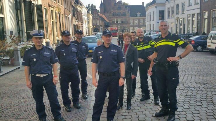 """""""Mieli oczy szeroko otwarte"""". Polscy policjanci  odwiedzili coffeeshop w Holandii"""