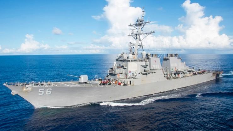 Kolizja niszczyciela USA z tankowcem. 10 marynarzy zaginionych, 5 rannych