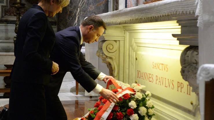 Prezydent Duda i jego małżonka modlili się przy grobie św. Jana Pawła II