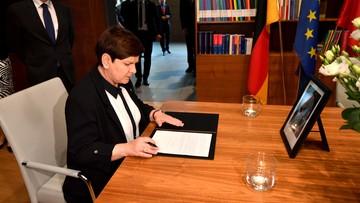 """21-06-2017 14:28 """"Kohl - mąż stanu, przyjaciel Polski i wybitny polityk"""". Szydło złożyła wpis w księdze kondolencyjnej"""