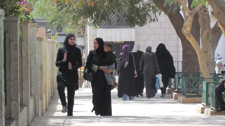 """W Jordanii zniesiono kontrowersyjny przepis o """"poślubieniu gwałciciela"""""""