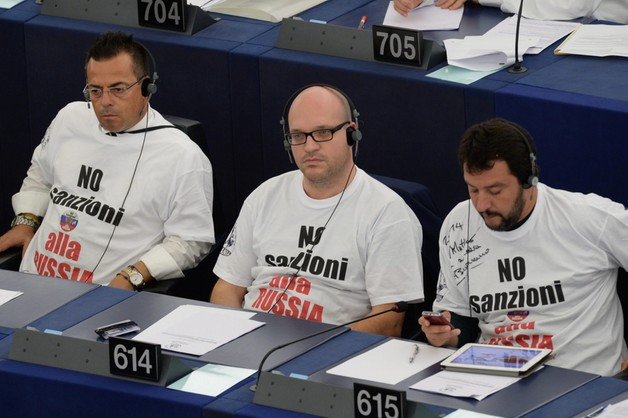 Włosi - przyjaciele Putina- szokują w europarlamencie