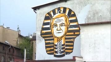 11-05-2016 09:45 Wicepremier Gliński na muralu. Jako faraon
