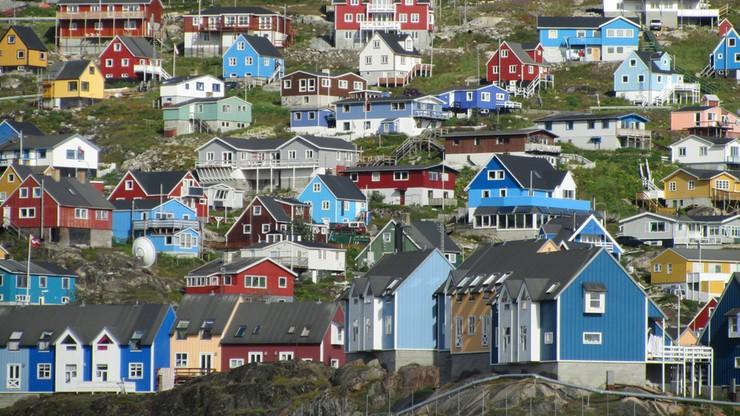 """Fala """"upałów"""" na Grenlandii. Media zalecają picie wody i unikanie słońca"""