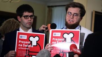 """15-12-2017 14:35 """"Mogą stanąć strategiczne szpitale w Polsce"""". W ponad 50 miastach lekarze wypowiadają klauzule opt-out"""