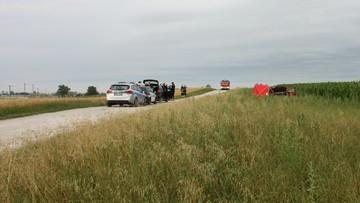 11-07-2016 14:52 Auto porzucone na polu kukurydzy. Z martwym pasażerem w środku