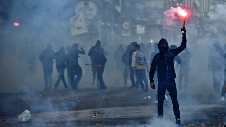 """Zamieszki w Neapolu. """"W centrum doszło do poważnych zniszczeń"""""""