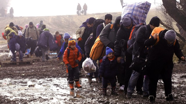Grecja: większa pomoc wojska przy przyjmowaniu migrantów