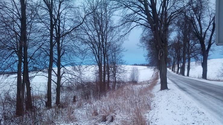Mazury przykryte śniegiem, a na drogach ślisko