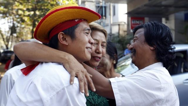 Władze Birmy wypuszczają więźniów polityczncyh