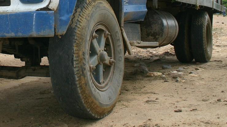 Zderzenie ciężarówki z autobusem szkolnym w Indiach. Nie żyje co najmniej 24 dzieci