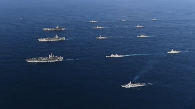 Demonstracja siły. Trzy lotniskowce USA uczestniczą w ćwiczeniach na zachodnim Pacyfiku