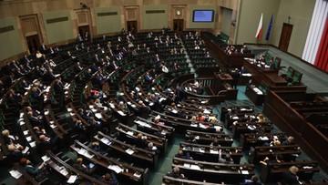 30-12-2015 19:21 Projekt PiS ws. billingów i kontroli operacyjnej trafił do komisji