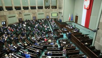 Nowa opłata paliwowa w wys. około 25 groszy (z VAT-em) za litr punktem debaty. Sejm wznowił posiedzenie
