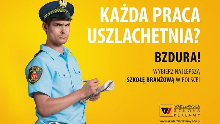 """Warszawska uczelnia """"uderza"""" w straż miejską. Kontrowersyjne billboardy na ulicach stolicy"""