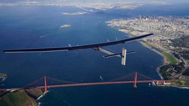 Samolot o napędzie słonecznym przeleciał nad Pacyfikiem